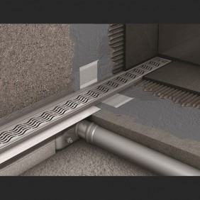 Душевой канал C - c вертикальным фланцем 585 мм, высота 65 мм.
